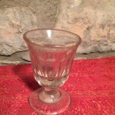 Antigüedades: ANTIGUA COPA DE CRISTAL SOPLADO A MANO DE LICOR AÑOS 20-30. Lote 224799343