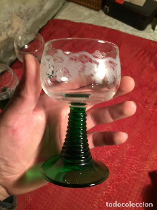Antigüedades: Antiguo juego de 8 copa / copas de cristal soplado y tallado a mano con dibujo de uvas años 40 - Foto 13 - 224800196
