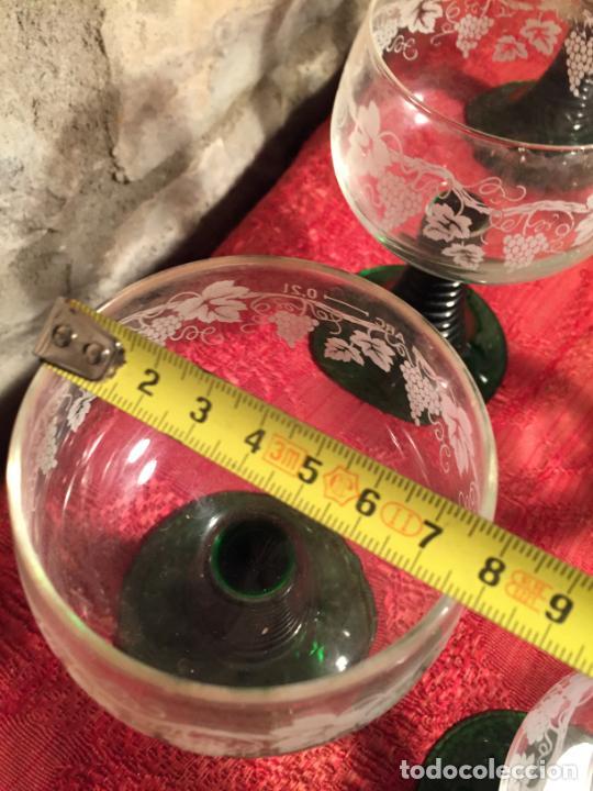 Antigüedades: Antiguo juego de 8 copa / copas de cristal soplado y tallado a mano con dibujo de uvas años 40 - Foto 20 - 224800196