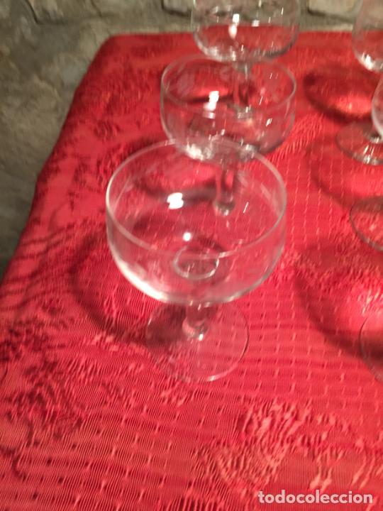Antigüedades: Antiguo juego de 12 copa / copas de cristal soplado y tallado a mano para cava / champagne año 40-50 - Foto 5 - 224800515
