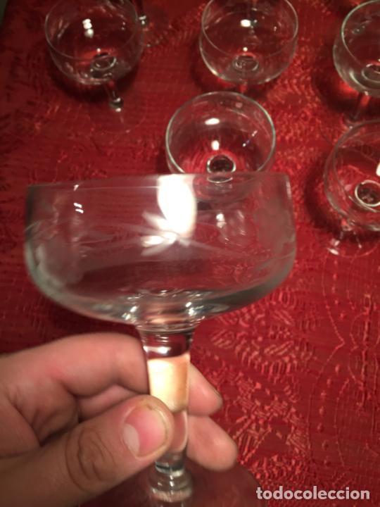 Antigüedades: Antiguo juego de 12 copa / copas de cristal soplado y tallado a mano para cava / champagne año 40-50 - Foto 8 - 224800515