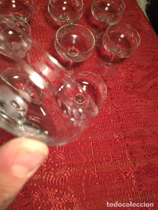Antigüedades: Antiguo juego de 12 copa / copas de cristal soplado y tallado a mano para cava / champagne año 40-50 - Foto 12 - 224800515