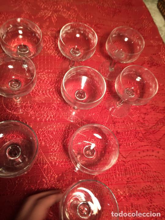 Antigüedades: Antiguo juego de 12 copa / copas de cristal soplado y tallado a mano para cava / champagne año 40-50 - Foto 14 - 224800515