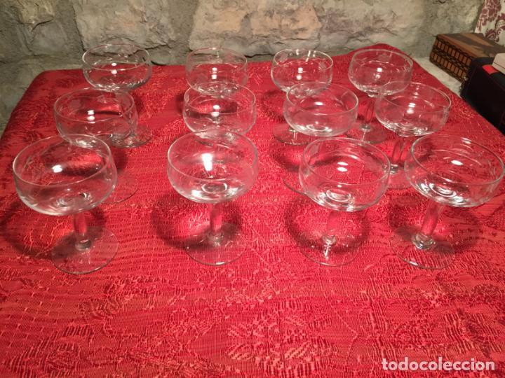 ANTIGUO JUEGO DE 12 COPA / COPAS DE CRISTAL SOPLADO Y TALLADO A MANO PARA CAVA / CHAMPAGNE AÑO 40-50 (Antigüedades - Cristal y Vidrio - Catalán)