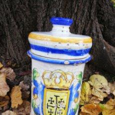 Antigüedades: ANTIGUO ALBARELO FRASCO DE FARMACIA CERÁMICA ESMALTADA, ESCUDO HERÁLDICO. 25X12'5CM.. Lote 224831412