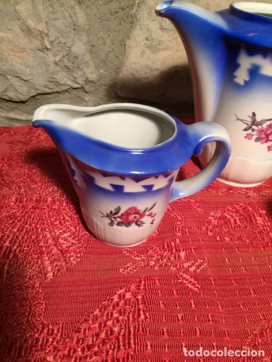 Antigüedades: Antiguo juego de café / vajilla compuesto por cafetera, azucarera y lechera porcelana blanca años 40 - Foto 2 - 224845201