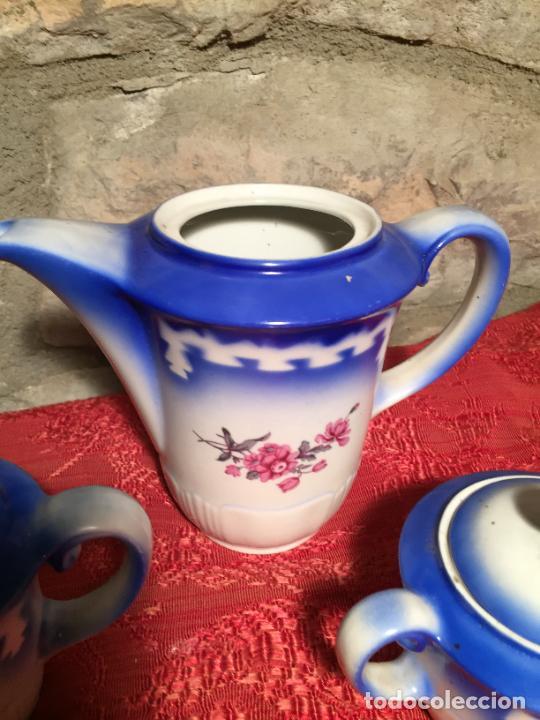 Antigüedades: Antiguo juego de café / vajilla compuesto por cafetera, azucarera y lechera porcelana blanca años 40 - Foto 3 - 224845201