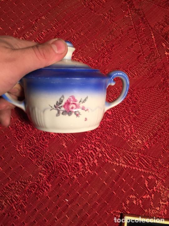 Antigüedades: Antiguo juego de café / vajilla compuesto por cafetera, azucarera y lechera porcelana blanca años 40 - Foto 8 - 224845201
