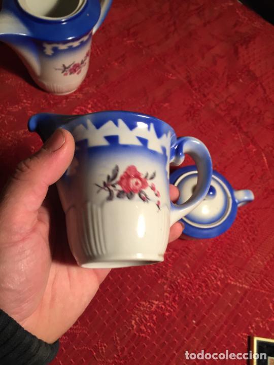 Antigüedades: Antiguo juego de café / vajilla compuesto por cafetera, azucarera y lechera porcelana blanca años 40 - Foto 9 - 224845201
