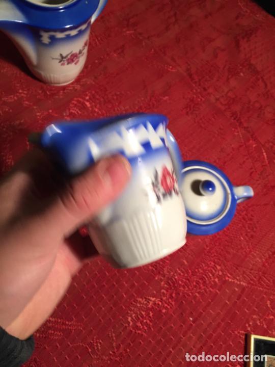 Antigüedades: Antiguo juego de café / vajilla compuesto por cafetera, azucarera y lechera porcelana blanca años 40 - Foto 10 - 224845201