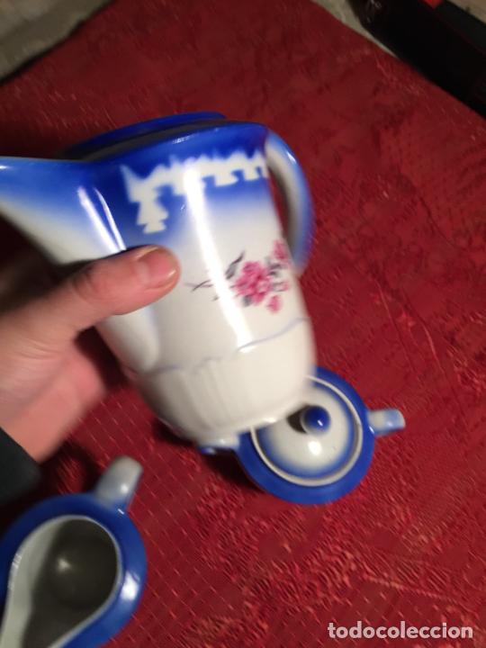 Antigüedades: Antiguo juego de café / vajilla compuesto por cafetera, azucarera y lechera porcelana blanca años 40 - Foto 13 - 224845201