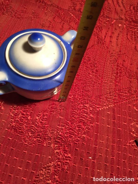Antigüedades: Antiguo juego de café / vajilla compuesto por cafetera, azucarera y lechera porcelana blanca años 40 - Foto 18 - 224845201