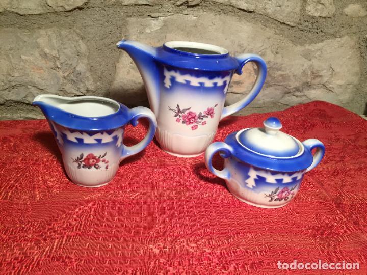 ANTIGUO JUEGO DE CAFÉ / VAJILLA COMPUESTO POR CAFETERA, AZUCARERA Y LECHERA PORCELANA BLANCA AÑOS 40 (Antigüedades - Porcelanas y Cerámicas - Otras)