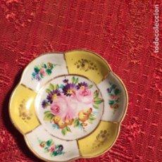 Antigüedades: ANTIGUO CUENCO / CESTA DE PORCELANA BLANCA CON DIBUJO FLORAL AÑOS 20-30 RECUERDO DE MADRID. Lote 224866653