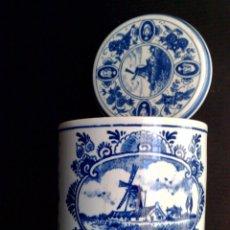 Antigüedades: TARRO DE PORCELANA HOLANDESA CON TAPA,AZUL DELFT,GOUDSE STROOPWAFELS,PINTADO A MANO (DESCRIPCIÓN). Lote 224902012