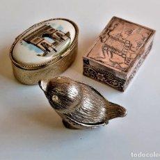 Antiquités: BONITOS 3 PASTILLEROS ALGUNO PLATA BAÑADO - 4 A 5.CM LARGO. Lote 224906840