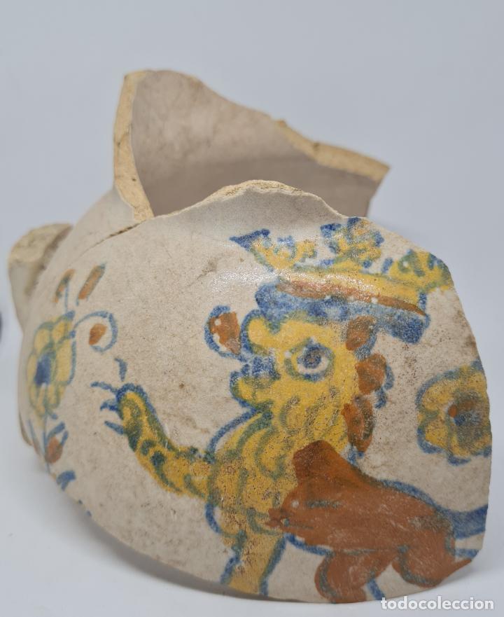DE COLECCION,MAGNIFICO FRAGMENTO DE JARRA EN CERAMICA DE TRIANA,TALAVERA,S. XVII (Antigüedades - Porcelanas y Cerámicas - Triana)