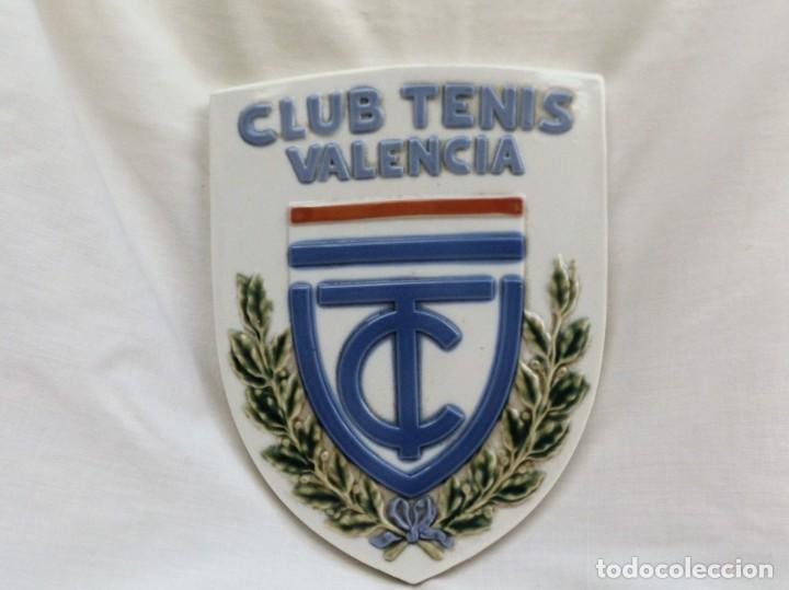 ESCUDO DE CERÁMICA CLUB DE TENIS VALENCIA (Antigüedades - Porcelanas y Cerámicas - Alcora)