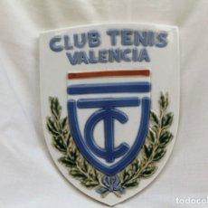 Antigüedades: ESCUDO DE CERÁMICA CLUB DE TENIS VALENCIA. Lote 224925131