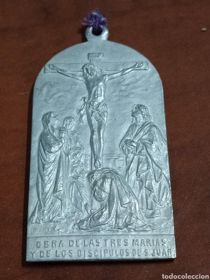 MEDALLA ANTIGUA FIRMADA B. MAURA. (Antigüedades - Religiosas - Medallas Antiguas)
