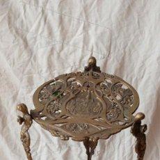Antiquités: PEANA MACETERO DE BRONCE ANTIGUA. Lote 189081090