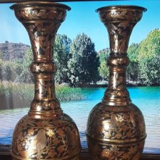 Antigüedades: JARRONES DECORADOS EN COBRE. Lote 224951477