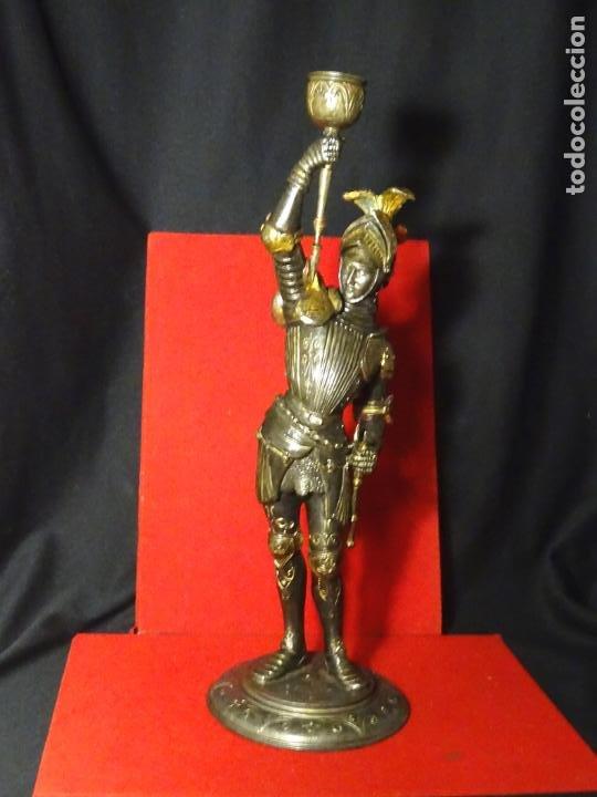 Antigüedades: 38 cmts.-Candelero figura caballero con armadura, policromia. S. XIX.Guerrero.escultura.candelabro - Foto 2 - 224954375