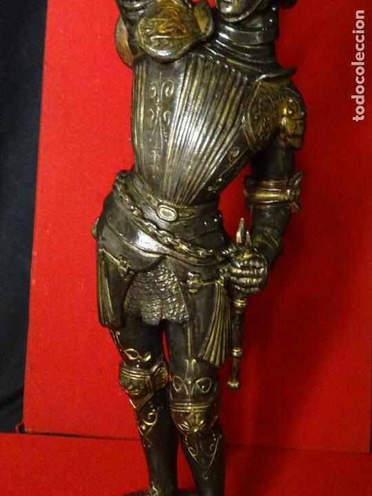 Antigüedades: 38 cmts.-Candelero figura caballero con armadura, policromia. S. XIX.Guerrero.escultura.candelabro - Foto 5 - 224954375