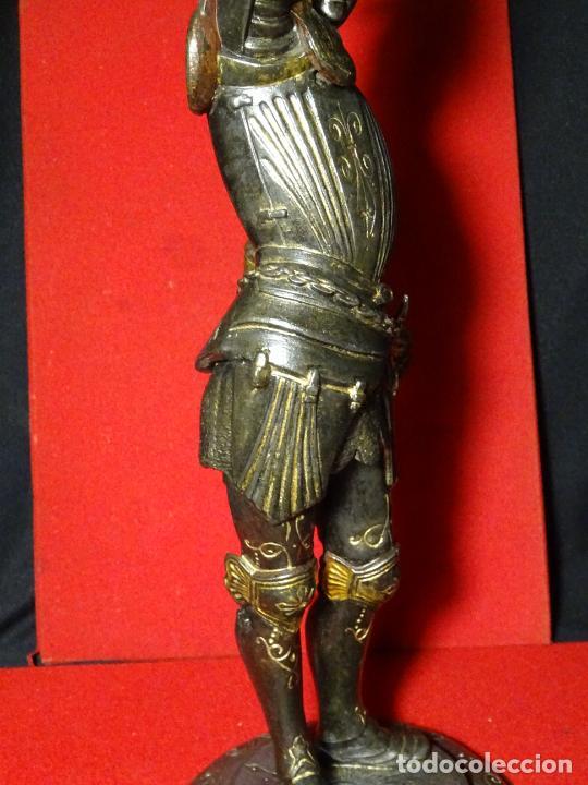 Antigüedades: 38 cmts.-Candelero figura caballero con armadura, policromia. S. XIX.Guerrero.escultura.candelabro - Foto 10 - 224954375