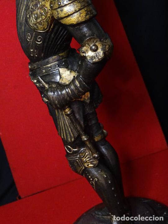 Antigüedades: 38 cmts.-Candelero figura caballero con armadura, policromia. S. XIX.Guerrero.escultura.candelabro - Foto 16 - 224954375