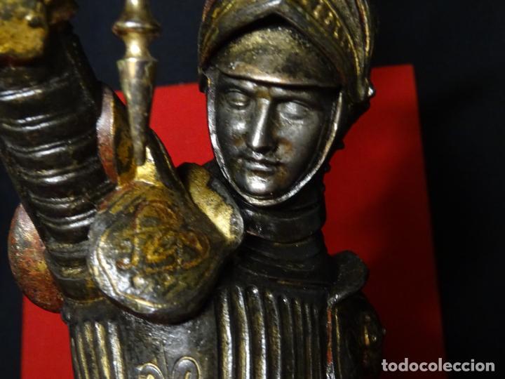 Antigüedades: 38 cmts.-Candelero figura caballero con armadura, policromia. S. XIX.Guerrero.escultura.candelabro - Foto 4 - 224954375
