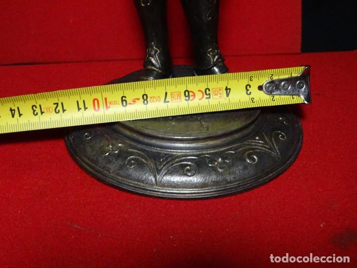 Antigüedades: 38 cmts.-Candelero figura caballero con armadura, policromia. S. XIX.Guerrero.escultura.candelabro - Foto 25 - 224954375