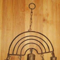 Antiquités: RARO CENCERRO ATRAPASUEÑOS-5 PEQUEÑOS CENCERROS DE DIFERENTES FORMAS-BADAJOS EN METAL. W. Lote 224961680