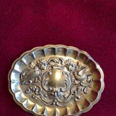 Antigüedades: PEQUEÑA BANDEJA DE PLATA DE LEY LABRADA. 15 GRAMOS. 9X75 CM. Lote 224997640