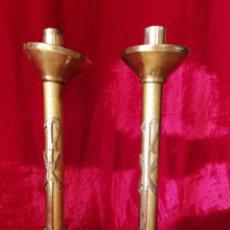 Antigüedades: CANDELABROS DE IGLESIA ,DE METAL DORADO. Lote 225001020