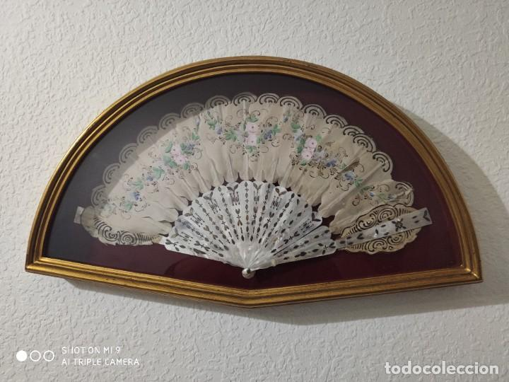 ABANICO EN NÁCAR CON PAIS PINTADO, FRANCIA SIGLO XIX. (Antigüedades - Moda - Abanicos Antiguos)