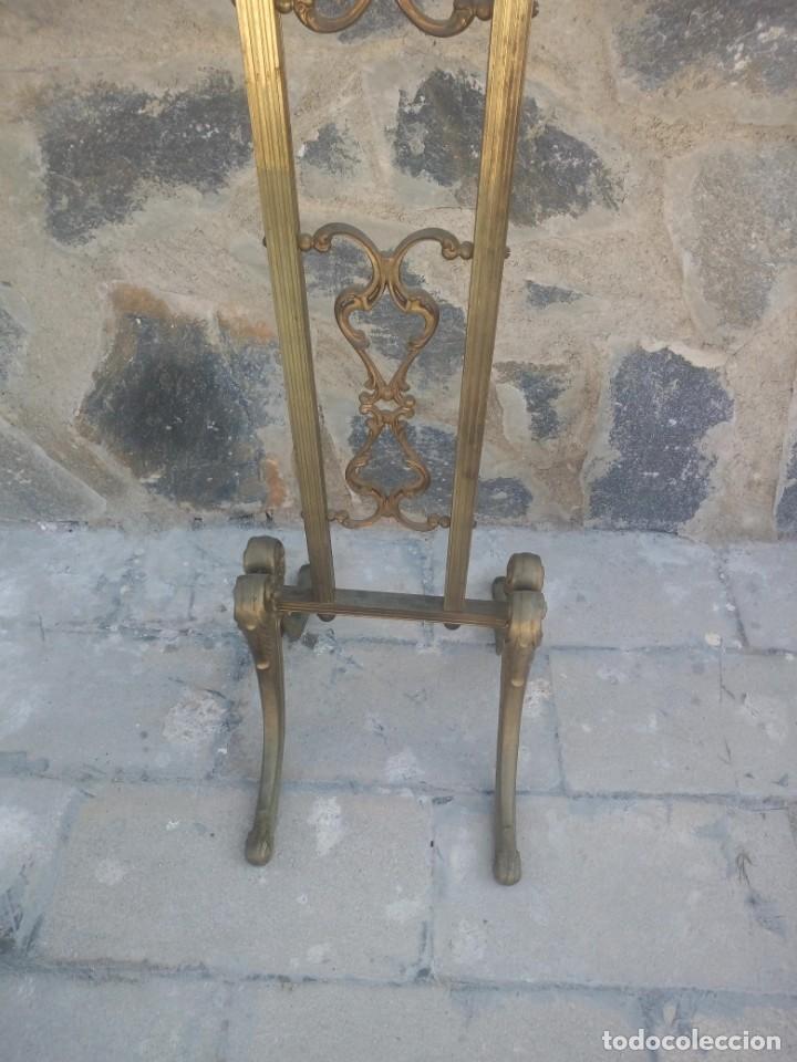 Antigüedades: Antiguo perchero de pie y brazos bronce y latón. - Foto 5 - 225065525