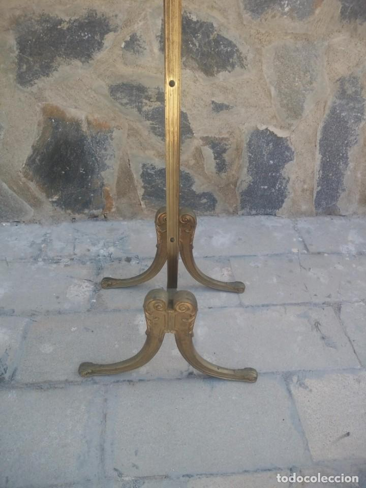Antigüedades: Antiguo perchero de pie y brazos bronce y latón. - Foto 10 - 225065525