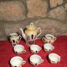 Antigüedades: ANTIGUO JUEGO DE CAFÉ / VAJILLA DE PORCELANA BLANCA CON BONITAS DECORACIONES CAMPESTRES Y FLORALES. Lote 225077546