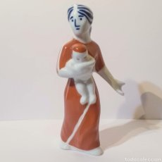 Antigüedades: FIGURA SARGADELOS - MUJER CON NIÑO. Lote 225089365
