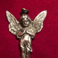 Antigüedades: COLGANTE DE ANGEL. PLATA SIN CONTRASTE. 35 GRAMOS. 8X5 CM. Lote 225110308