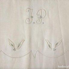 Antigüedades: ANTIGUA SABANA BORDADAS A MANO CON FUNDA A JUEGO, CAMA 135. Lote 224865543