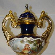 Antigüedades: JARRÓN PORCELANA PAN DE ORO BRONCE ESTILO DE SEVRES. Lote 225125995