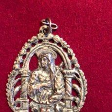 Antigüedades: ARTÍSTICA MEDALLA DE LA VIRGEN BAÑADA EN PLATA.. Lote 225163230