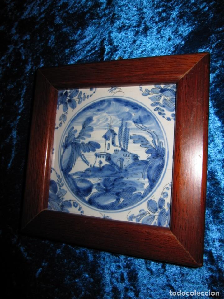 AZULEJO ENMARCADO PAISAJE BLANCO Y AZUL (Antigüedades - Porcelanas y Cerámicas - Azulejos)