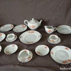 Antiquités: JUEGO DE DESAYUNO DE PORCELANA SANTA CLARA, VIGO, 17 PIEZAS, TETERA, TAZAS, Y OTROS. Lote 225186090