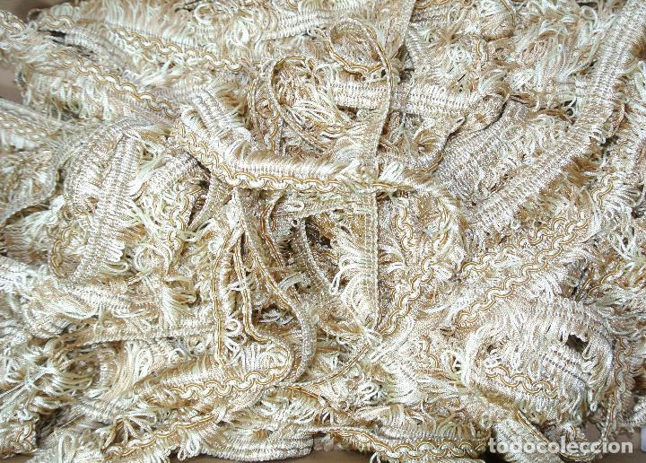 Antigüedades: PASAMANERIA ALTA DECORACION FLECOS AÑOS 80S COLOMER, CORTINAS, DECORACION, MANTELES Y MAS 2 MTS - Foto 6 - 225189027