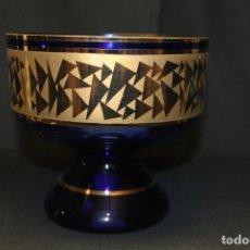 Antigüedades: MURANO CENTRO DE MESA AZUL COBALTO CON ORO. Lote 225217937