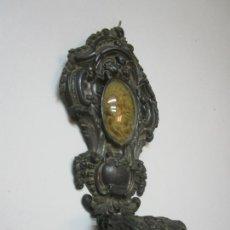 Antigüedades: PRECIOSA BENDITERA, PILA - PLATA DE LEY - CON ANGELITOS - TALLA EN ESPUMA DE MAR - S. XVIII. Lote 225249775
