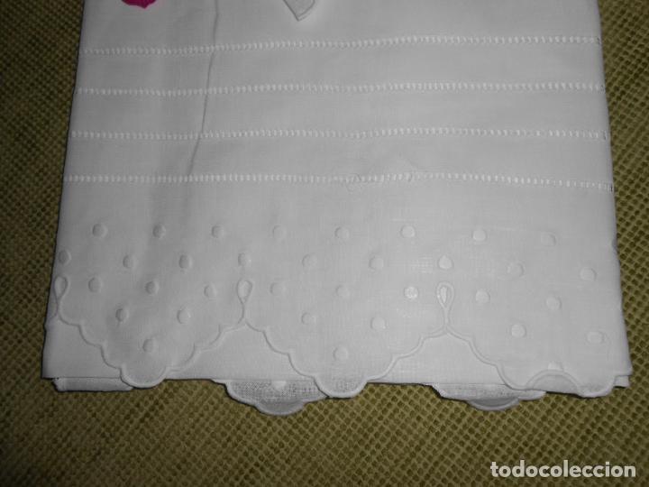 Antigüedades: Juego toallas hilo bordado bodoques y 4 vainicas, estilo antiquo. Blanco 2 piezas.Nuevas - Foto 3 - 225333155